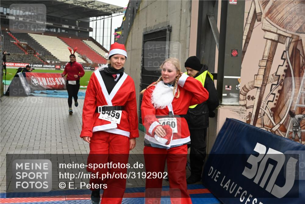 08.12.2019 - St. Pauli X-Mass-Run No. 9 E. Peters http://msf.ph/oto/3192902 08.12.2019 12:05:55 Ziel 2652, 2802, 2939, 3026, 3058, 3059, 3128, 3148, 3340, 3429, 3438, 3459, 3460, 3492 meine-sportfotos.de